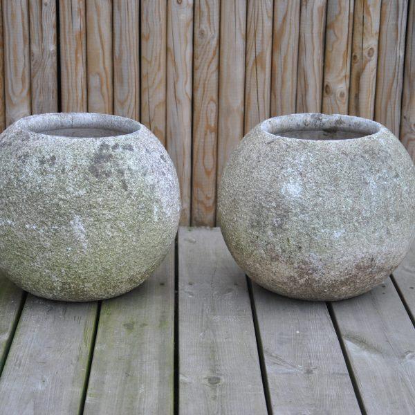 2 kugleformede havekrukker