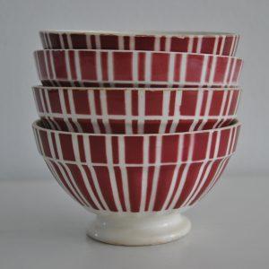 Fire ens rødstribede cafeoleskåle