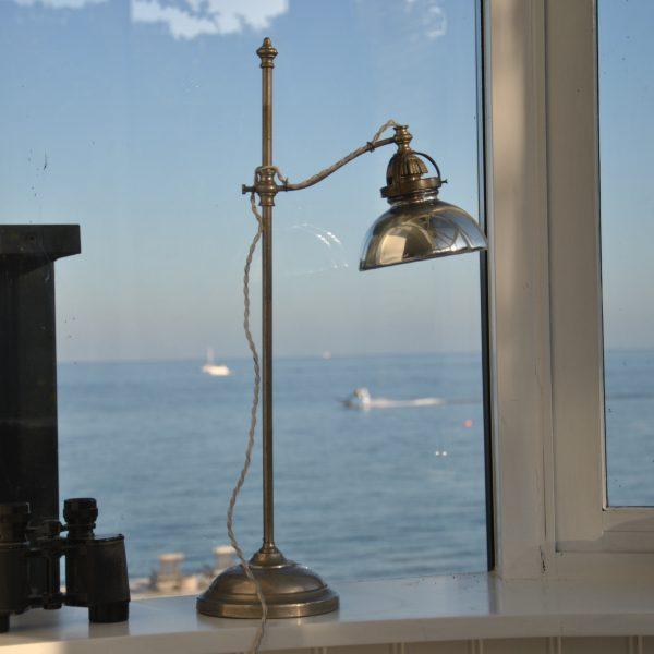 Fransk lampe i stål med skærm af fattigmandssølv