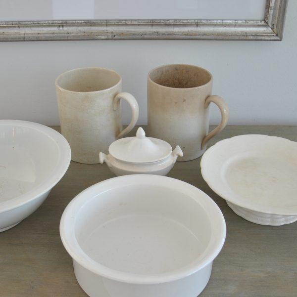 2 gamle franske porcelænskrusk