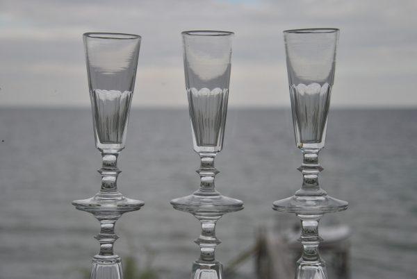 8 Franske mundblæste Champagnefløjter