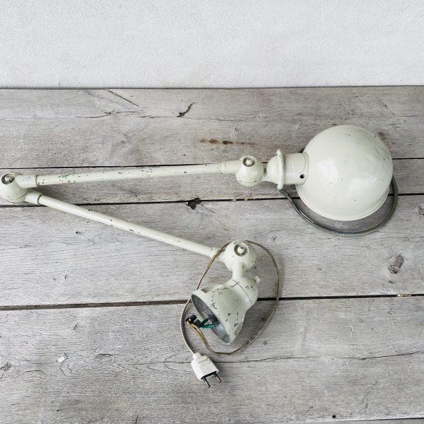 Lys grå Jieldelampe
