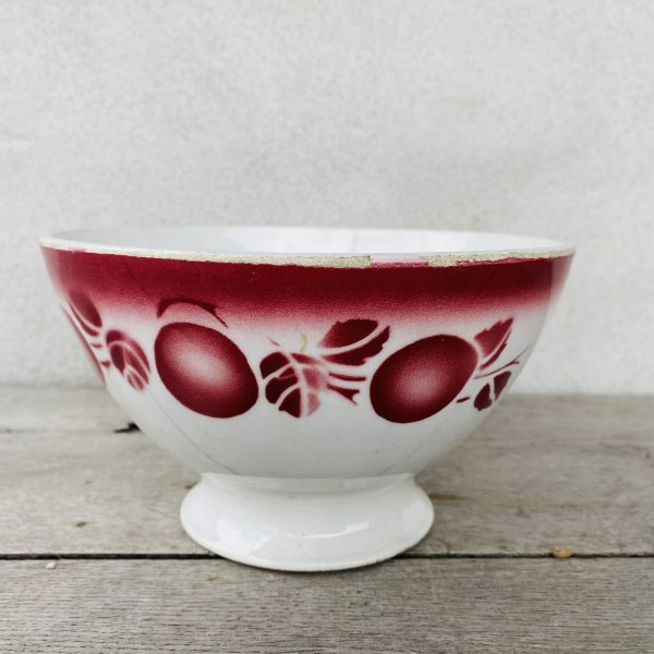 Stor cafeskål med røde bær