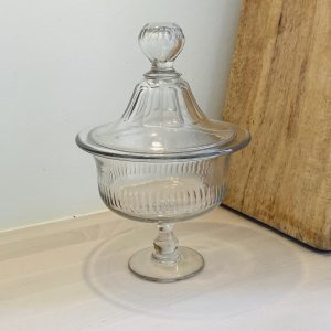 Stort fransk glas med låg - 26 cm