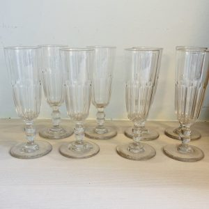 8 gamle champagnefløjter